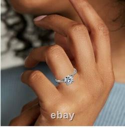 Bague De Fiançailles Blue Nile Diamond En Bande Platine Avec Ronde 1.01 Carat Diamond