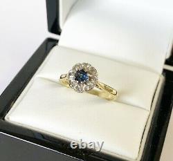 Fine Vintage 18ct Or 0.35 Carat Blue Topaz 0.10 Carat Diamond Cluster Ring